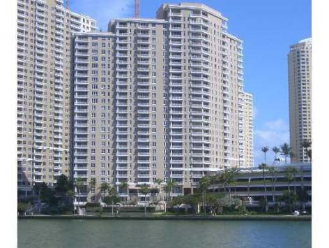Courvoisier Courts, Brickell Key